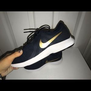Nike woman's sneaker
